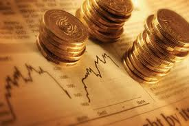 Mynt på ett papper med grafer.